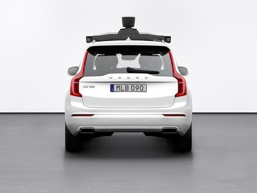 Volvo: con Uber la XC90 a guida autonoma (2)
