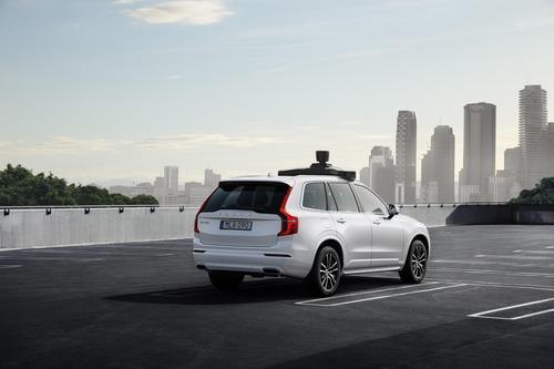 Volvo: con Uber la XC90 a guida autonoma (6)
