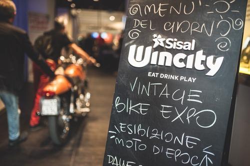 Eleganza su due ruote: vince la Ducati 450 Scrambler (6)