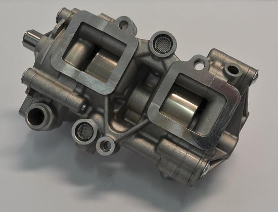 Le pompe impiegate nei motori ultraveloci sono in genere del tipo a lobi. Spesso due o più vengono alloggiate nello stesso corpo in lega leggera