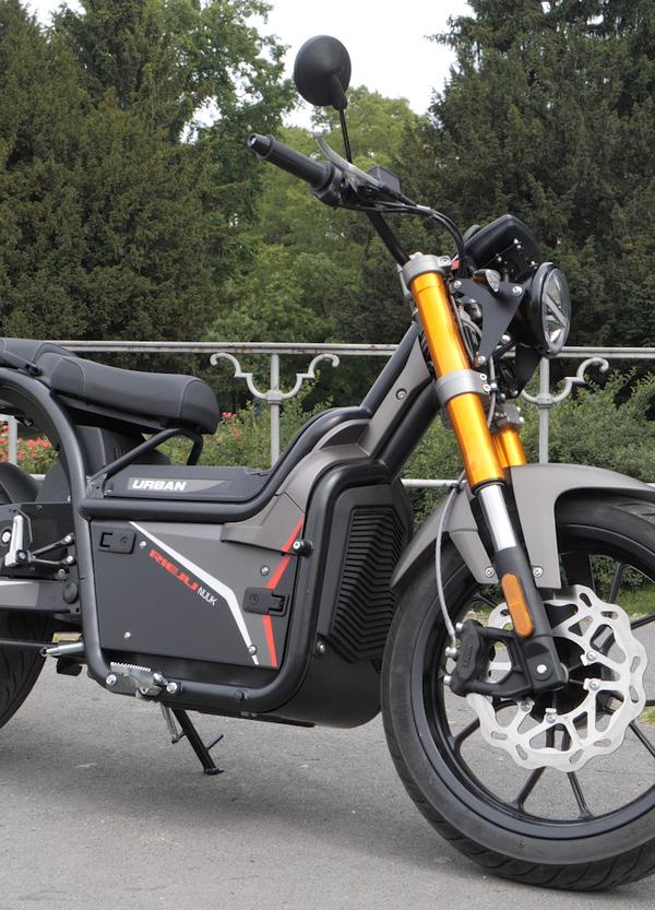 Test Rieju Nuuk 110 km/h. La moto elettrica per la città