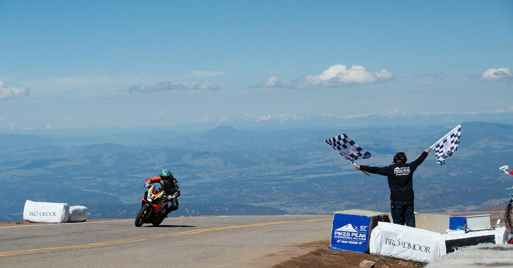 Rennie Scaysbrook, Aprilia Tuono, vince alla Pikes Peak. Le Classifiche