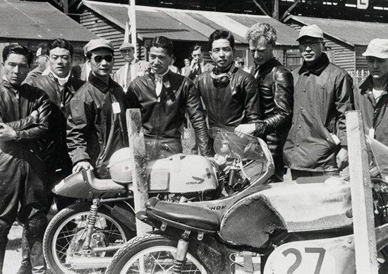 Il team Honda all'esordio mondiale al TT del 1959