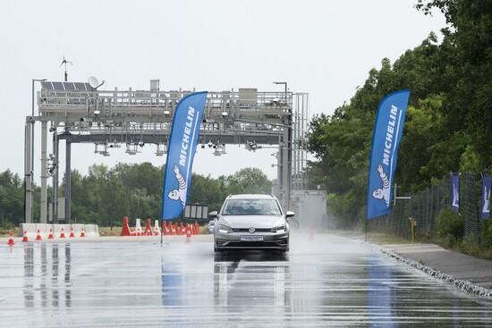 La prova di frenata da 80 a 0 km/h con la Volkswagen Golf station wagon