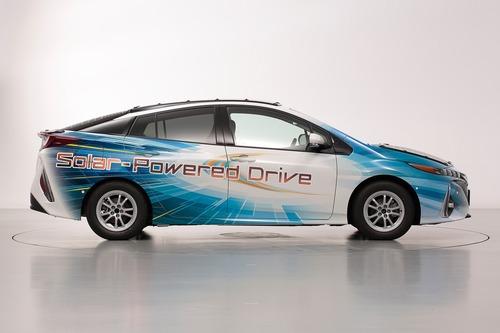 Toyota Prius PHEV, con i pannelli solari Sharp guadagna 44 km di autonomia (4)