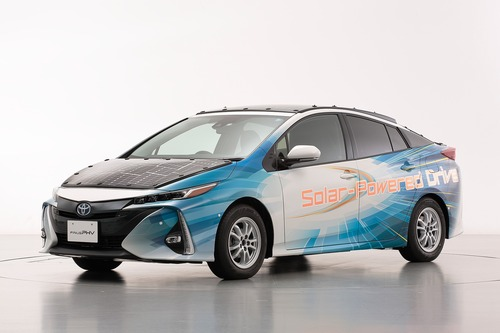 Toyota Prius PHEV, con i pannelli solari Sharp guadagna 44 km di autonomia (6)