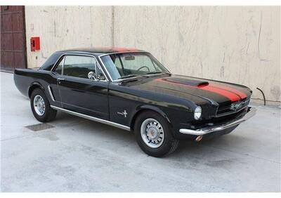 Mustang d'epoca del 1966 a Genova