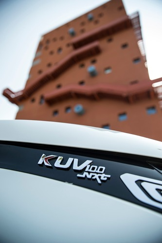 Nuovo KUV100 NXT: il restyling del city SUV Mahindra da 10.000 € [video foto gallery] (3)