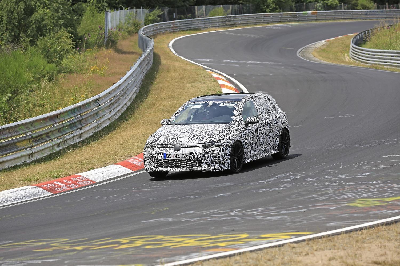 Volkswagen Golf GTI, le foto spia al Nürburgring