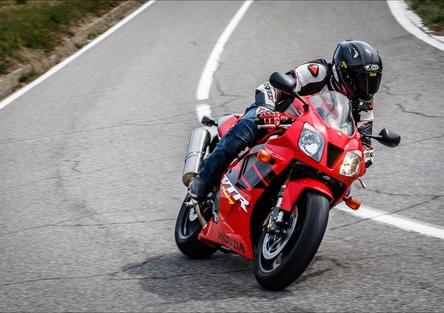 Honda VTR 1000 SP1. TEST YoungTimer: nata per battere la Ducati