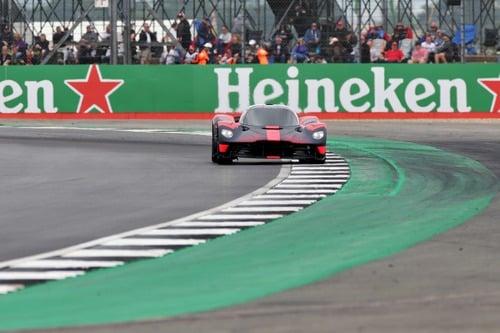 Aston Martin Valkyrie: eccola in livrea Red Bull (3)