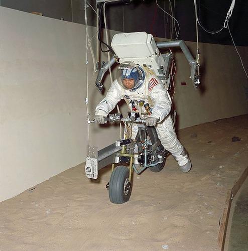 Le moto del programma Apollo per lo sbarco sulla Luna  (5)