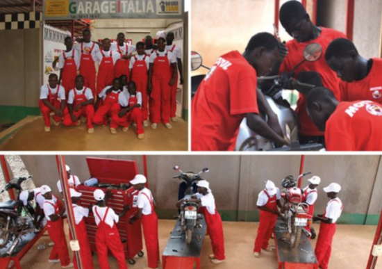 Ciapa la Moto bikini bike wash per Garage Italia in Burkina Faso
