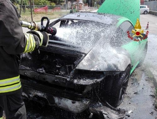 Porsche 911 a fuoco in Veneto: era una GT3 RS verde, bruciata davanti al proprietario [foto] (3)