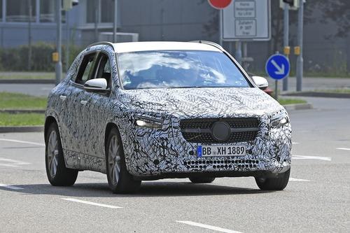 Nuova Mercedes GLA, le foto spia
