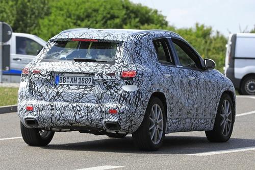 Nuova Mercedes GLA, le foto spia (5)