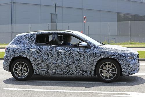 Nuova Mercedes GLA, le foto spia (8)