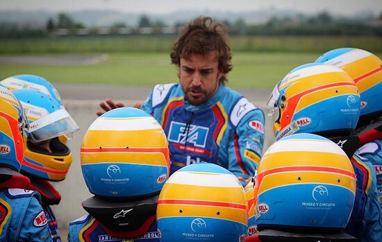 Alonso gestisce anche una scuola di Kart, molto difficile che un suo alunno vinca quanto ha vinto lui in categorie diverse