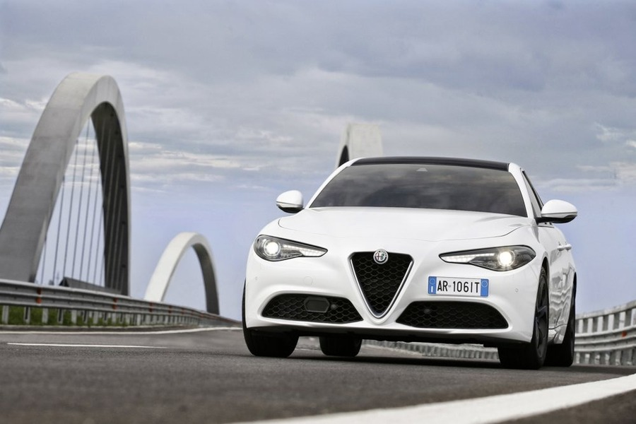 Alfa Romeo Giulia 2.2 Turbodiesel 180 CV AT8 AWD Q4 Super (3)