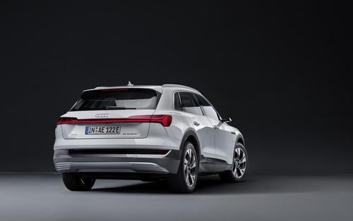Audi e-tron, in arrivo la 50 quattro da 313 CV (2)
