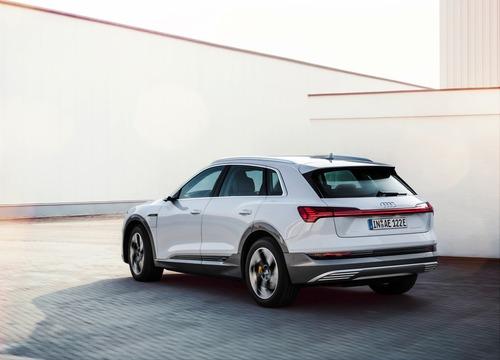Audi e-tron, in arrivo la 50 quattro da 313 CV (4)
