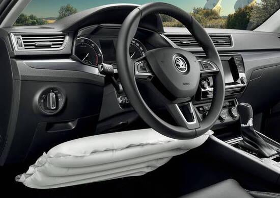 Airbag: quelli per le ginocchia salvano...la testa!