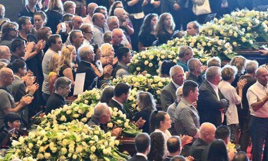 Le bare allineate, il dolore ed il cordoglio, la presenza delle istituzioni: come altri momenti ufficiali, i funerali della tragedia di Genova hanno ripetuto il rituale di Stato.