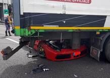 La Rossa incastrata blocca il traffico: Ferrari 488 si infila sotto un camion [foto]