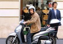 Raul Bova punta il dito contro Roma: Troppe buche per muoversi in scooter