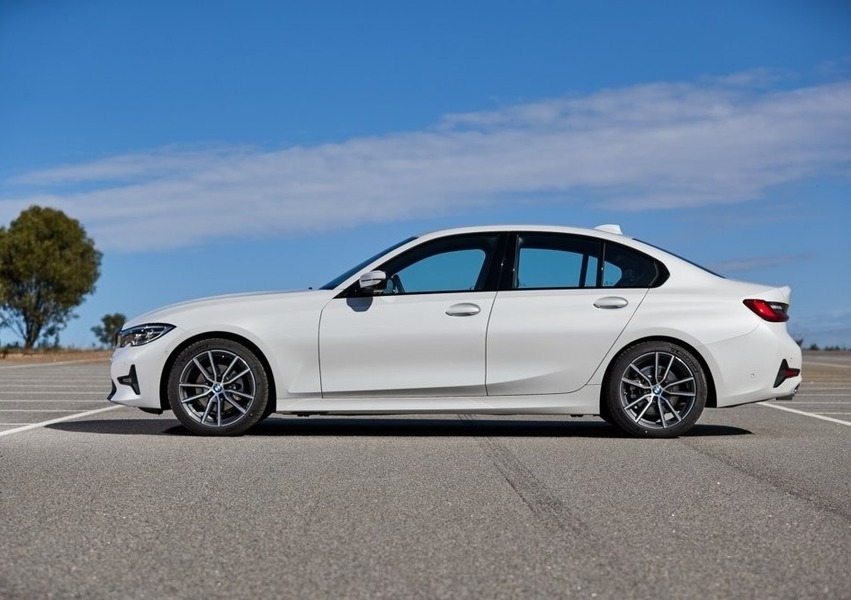 BMW Serie 3 318d Sport (2)