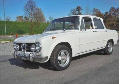 Giulia Super 1.6 d'epoca del 1974 a Mantova