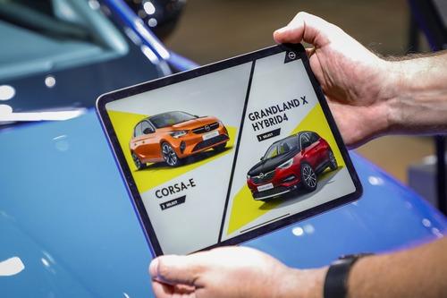 Opel Corsa-e e Grandland Hybrid: scopritele con la realtà aumentata a Francoforte 2019 (3)