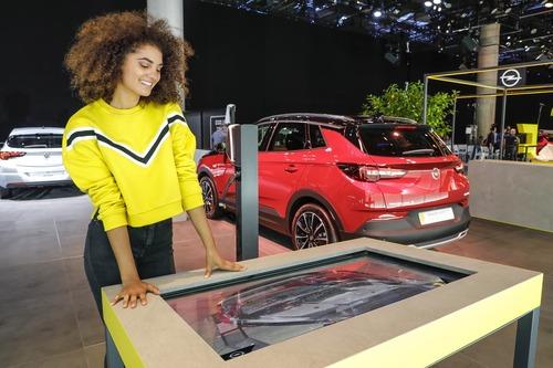 Opel Corsa-e e Grandland Hybrid: scopritele con la realtà aumentata a Francoforte 2019 (2)
