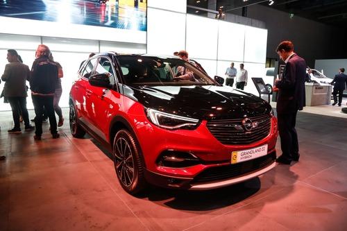 Opel Corsa-e e Grandland Hybrid: scopritele con la realtà aumentata a Francoforte 2019 (7)