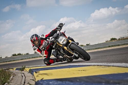 """Ducati Monster 1200S: """"Black on Black"""" (e rossa) per il 2020 (6)"""