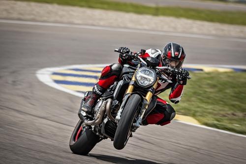 """Ducati Monster 1200S: """"Black on Black"""" (e rossa) per il 2020 (9)"""