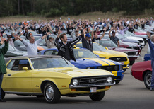 Ford: la parata di Mustang più grande del mondo [Video]