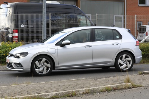 Volkswagen Golf GTE, le foto spia (5)