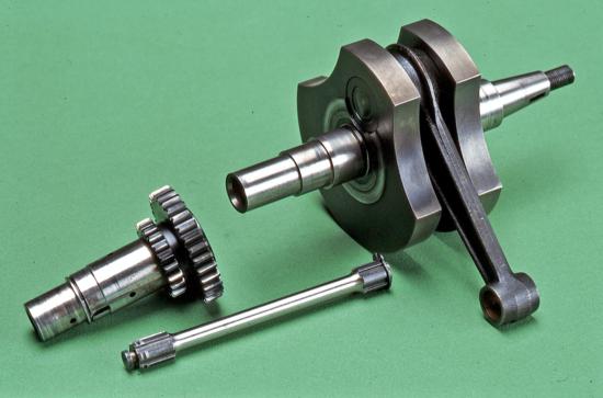 Negli anni Cinquanta alcuni motori Gilera e Motom hanno impiegato un parastrappi nel quale l'elemento elastico che collegava l'albero a gomiti all'ingranaggio conduttore della primaria era una barra di torsione