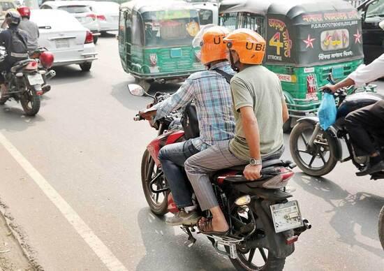Moto nel mondo. I taxi a due ruote che riducono il traffico in Bangladesh