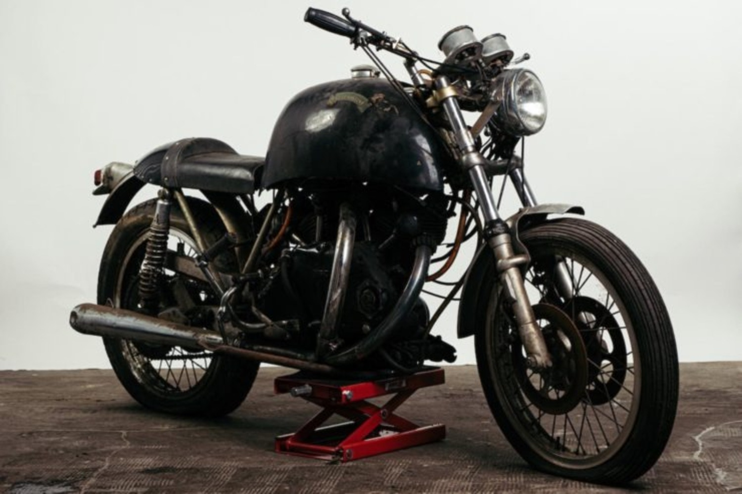 Egli-Vincent Black Shadow: la supermoto anni '50 all'asta