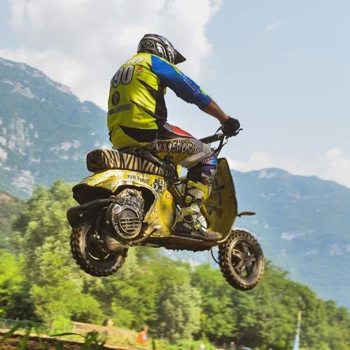 Vespa Revolution. European race: pista e cross!