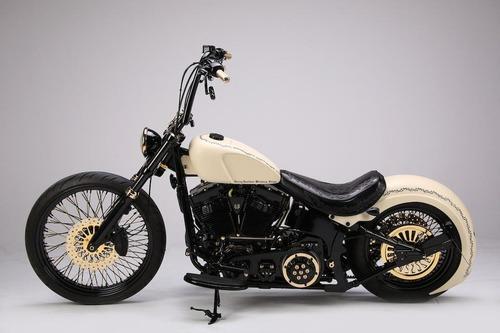 Harley Davidson White Unique: la moto donata al Papa all'asta per beneficenza