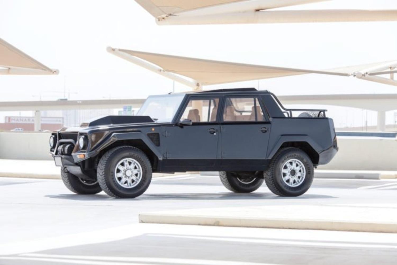 Lamborghini LM002: la nonna della Urus va all'asta
