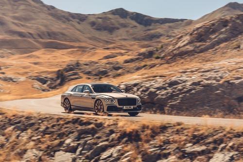 Bentley Flying Spur: arrivano le finiture Blackline (6)