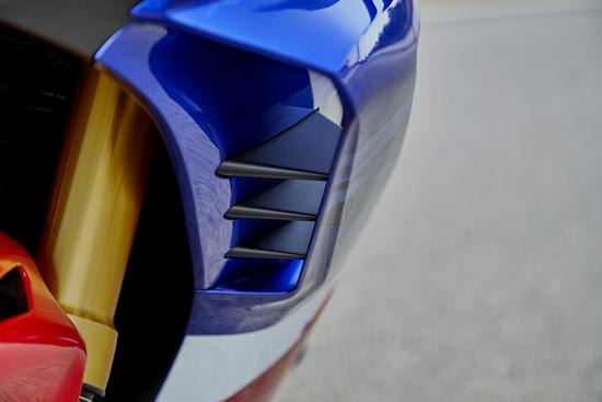 La parte anteriore della carenatura con un dettaglio del pacchetto aerodinamico