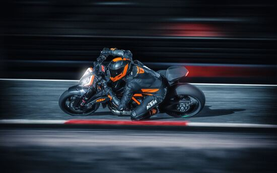 La KTM 1290 Super Duke 2020 in azione