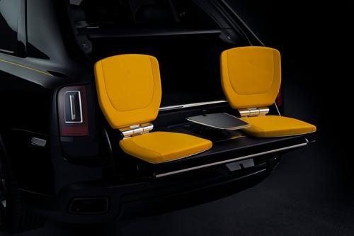 Rolls-Royce Cullinan Black Badge, look total black per il SUV di lusso (9)