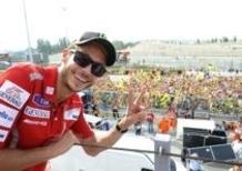 Valentino Rossi con i fan su dainese.com