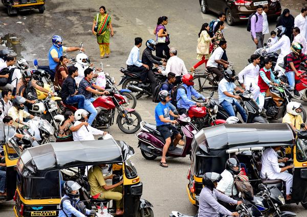 Le città e i Paesi del mondo che si preparano a vietare le moto